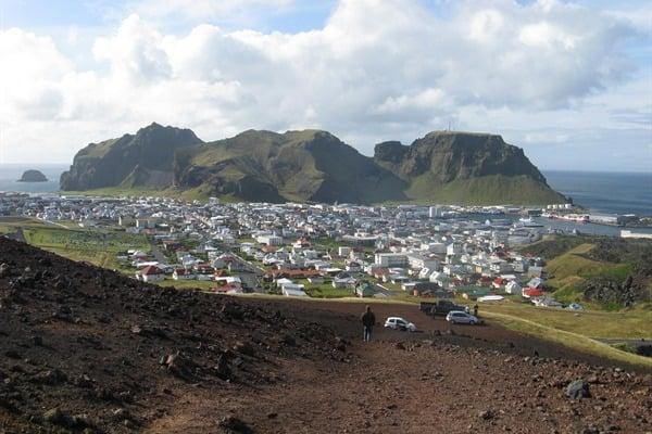 vestmannaeyjar-town